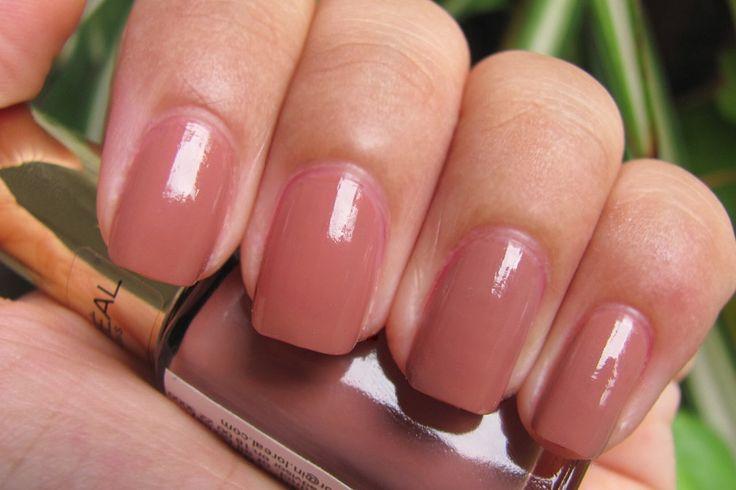 Een goede nagelverzorging is heel belangrijk. Je doet zo veel met je handen, zie het dan ook als een visitekaartje. Of je je eigen natuurlijke nagels verzorgt of mooie kunstnagels neemt. Dat maakt niet uit zolang je handen er maar mooi uitzien.    Ik laat mijn nagels verzorgen door een nagelstyl