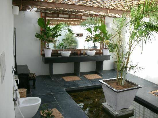 Agonda Villas (Goa) - Lovely spacious open bathrooms