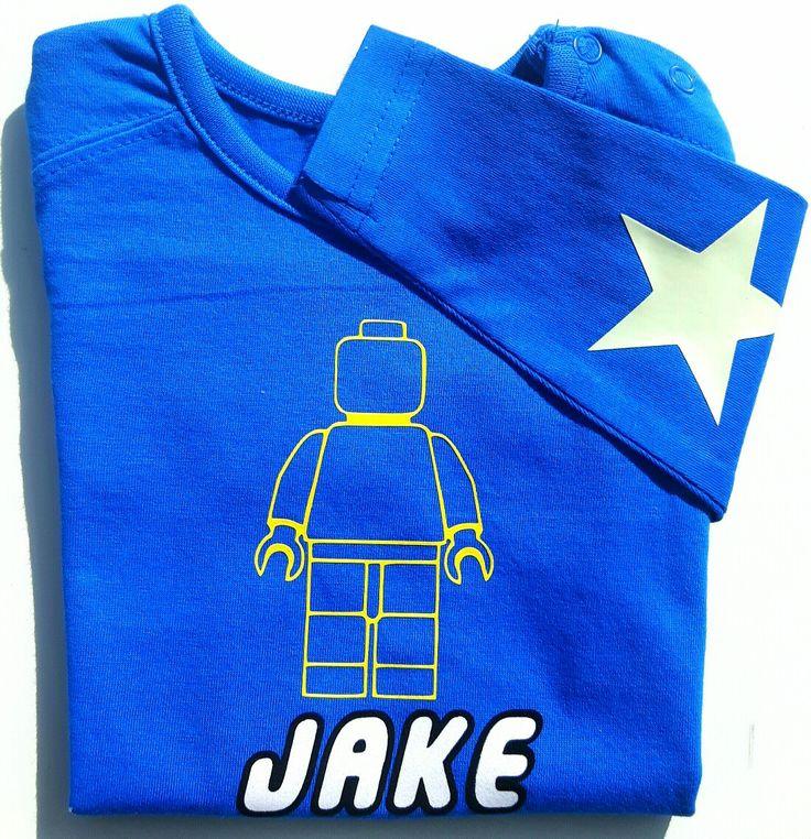 Lego shirt met in dezelfde lettertype van lego je naam en sterren op de mouw www.suuzzo.nl