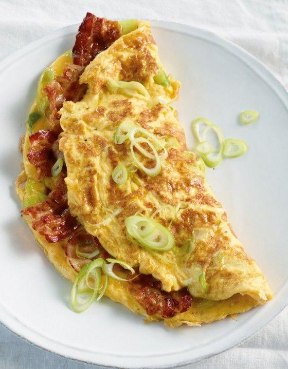 Speck-Omelett: Herrlich herzhaft! Schmeckt auch schon zum Frühstück oder Brunch.
