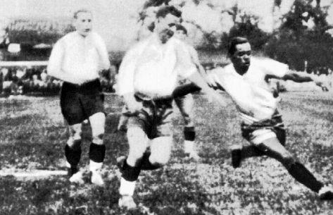 1st round,Leonidas(far right),scores 3 of 6 Brazilian goals,Brazil vs Poland 6-5