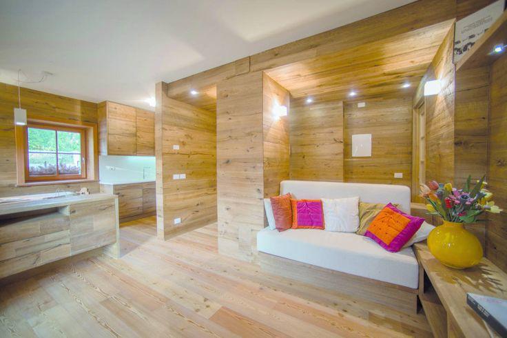 Oltre al classico pavimento, il parquet Ankur può essere utilizzato anche per rivestire pareti e ogni tipo di arredo, dal tavolo da pranzo alle ante della cucina, dai davanzali delle finestre alle superfici delle porte