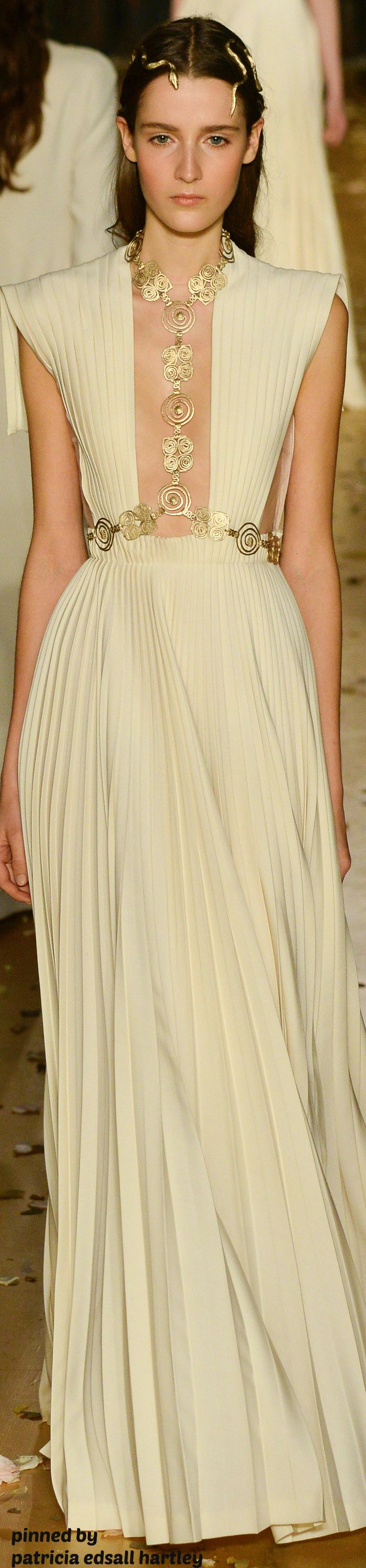 Valentino Couture Spring 2016, love the headdress - so very Dornish!