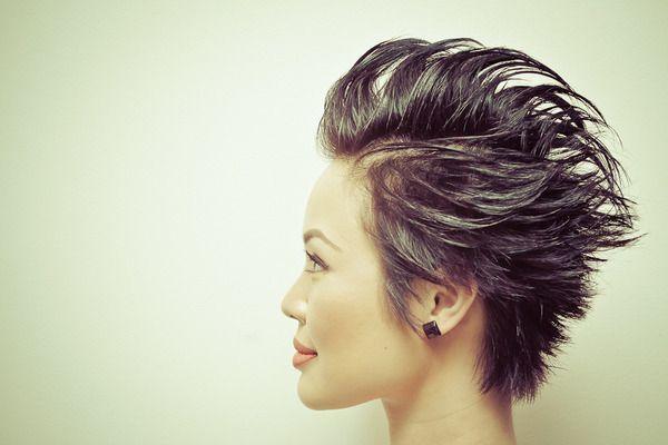 Nervose Kurze Haare Diese Frisur Ist Perfekt Fur Einen Rockstar Selbstgemachte Frisuren Gewagte Kurzhaar Haar Styling