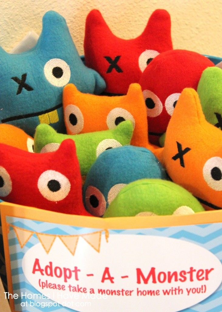 Monster themed! Homemade stuffed animal favors -dies-  ... would change to pets instead of monsters for pet theme.