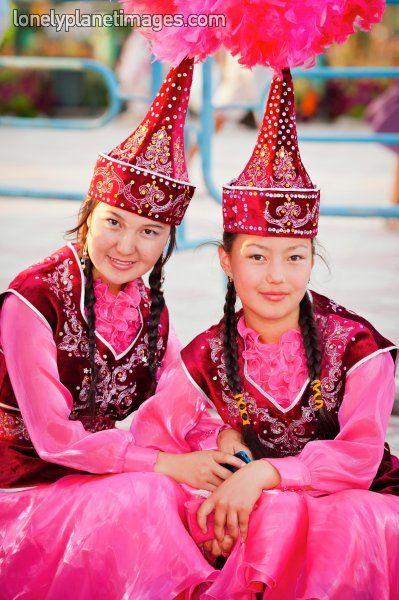 見とれる美しさ…民族衣装に身を包んだ世界の女性たちの写真28枚