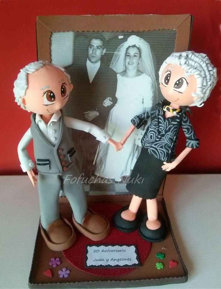 Regalo personalizado de estas fofuchas de gomaeva para Juan y Angelines, que han hecho 50 años de casados. Todas las fotos en http://fofuchasnuki.blogspot.es/