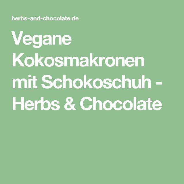 Vegane Kokosmakronen mit Schokoschuh - Herbs & Chocolate