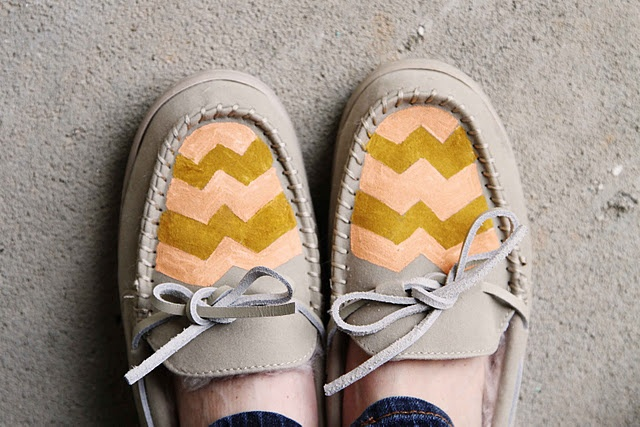 chevron moccasinsAwesome Diy, Diy Shoes, Chevron Moccasins, Diy Fashion, Diy Chevron, Diy Clothing, Chevron Mocs, Moccasins Diy, Diy Projects