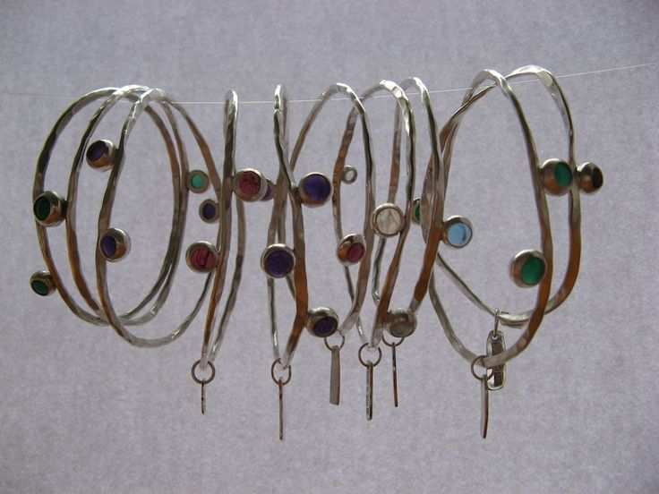 Vinkelform - Månadens smycke april (1) - En serie hamrade silverarmband med olika ädelstenar. • Jewelry of the month April - A series of hammered silver bracelets with different gem stones.