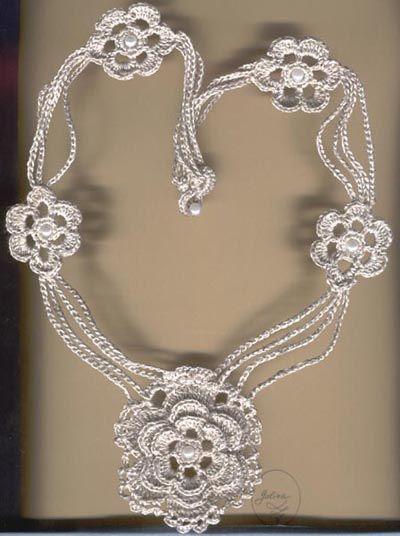 Uncinetto d'oro: Collana con fiore schema!