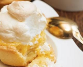 Tartelettes meringuées à la clémentine : http://www.fourchette-et-bikini.fr/recettes/recettes-minceur/tartelettes-meringuees-la-clementine.html