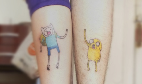tatuajes de finn y jake hora de aventura tattoo adventure time hora de aventura tattoo. Black Bedroom Furniture Sets. Home Design Ideas