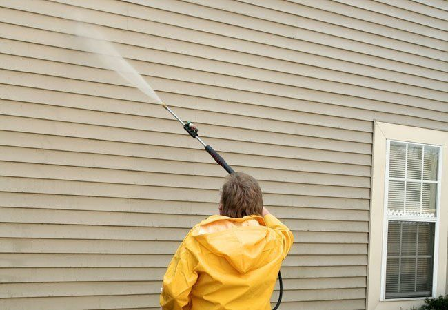 Cleaning Your Exterior Or Prepping It For Paint Can Be Easy Just Stick To These Guidelines For How T Cleaning Vinyl Siding Pressure Washing House Clean Siding