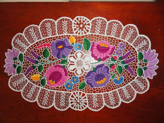 Kalocsai stylish tablecloth Richelieu and embroidered doily