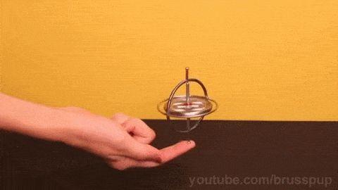 """Un GYROSCOPE (du grec « qui observe la rotation »).... est un appareil qui exploite le principe de la conservation du moment angulaire en physique (ou encore stabilité gyroscopique ou effet gyroscopique)........A GYROSCOPE ( Greek for """"observing the rotation"""" ) .... is a device that uses the principle of conservation of angular momentum in physics (or gyroscopic stability or gyroscopic effect) ........"""
