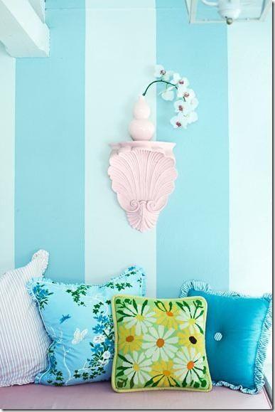 Les 25 meilleures id es de la cat gorie murs de rayures bleues sur pinterest - Comment faire des bandes de peinture sur un mur ...