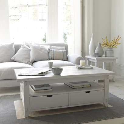 GREAT WHITE COFFEE TABLE Similar to tables we've seen in elegant clapboard coastal houses, this version blends in really well with simple surroundings.