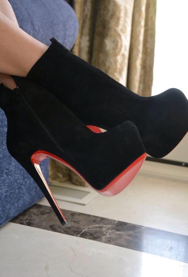 Zapatos negro y rojos