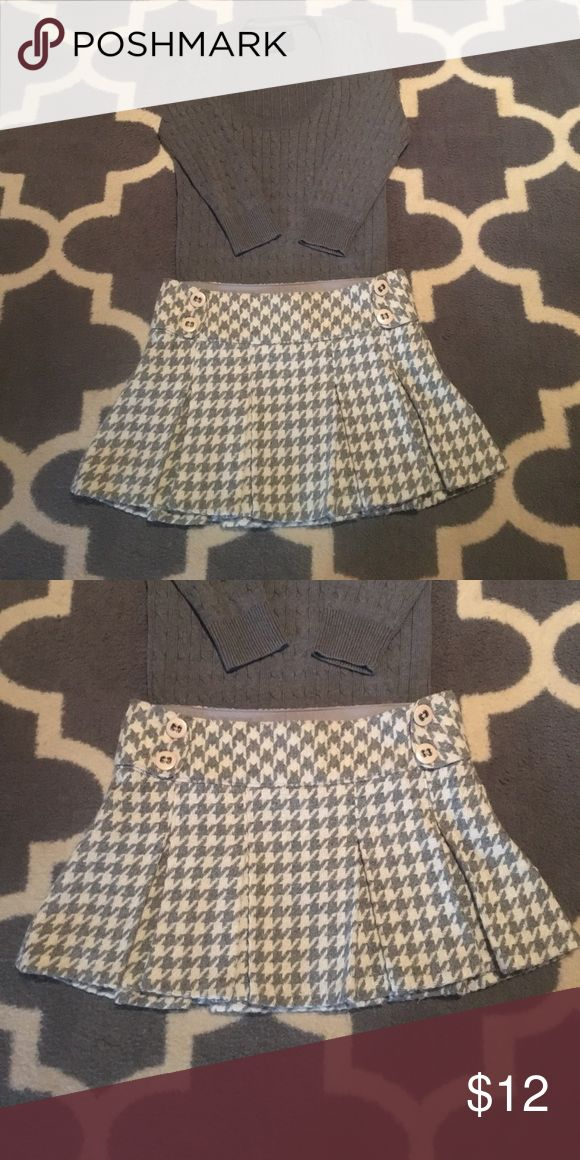 Aeropostale Pleated Wool Houndstooth Skirt 5/6 Adorable wool blend Aero pleated mini skirt. Ivory and gray houndstooth pattern with Button details on front. Size 5 / 6. Waist measures 16 1/2 inches lying flat. 13 inches long. Fully lined. Great condition. Fall must have!  So cute with boots! Check out my closet to bundle. Aeropostale Skirts Mini