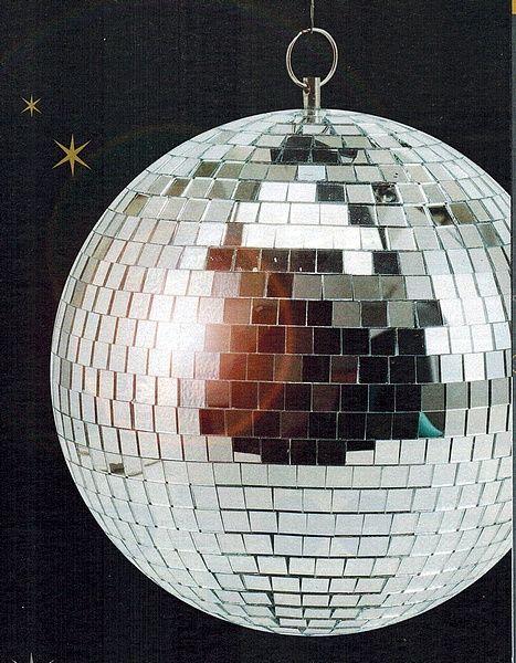 Boule à Facette Ø 50 cms, à suspendre, pour soirée. Location boule à Facette Ø 50 cms à Mantes-la-Jolie (78200)_www.placedelaloc.com