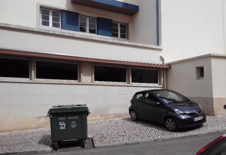 O Palhetas na Foz: Contentor de lixo mal colocado impede estacionamen...