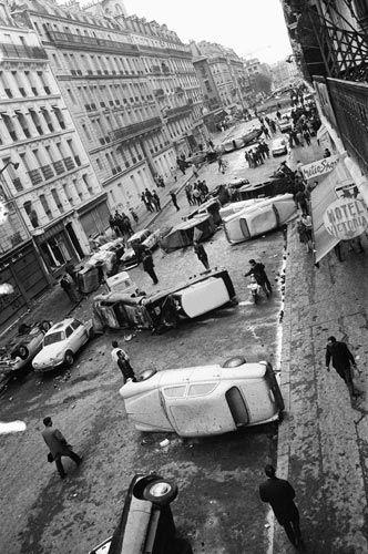 11 May 1968 - Paris, France  Des voitures jonchent la rue Gay-Lussac au matin après avoir été renversées au cours de violents affrontements, qui, dans la nuit, ont encore une fois, durant cette période, opposé les étudiants aux forces de l'ordre.  Cars overturned during violent clashes between riot police and protesting students litter the rue Gay-Lussac in the Latin Quarter of Paris.  (© AFP)