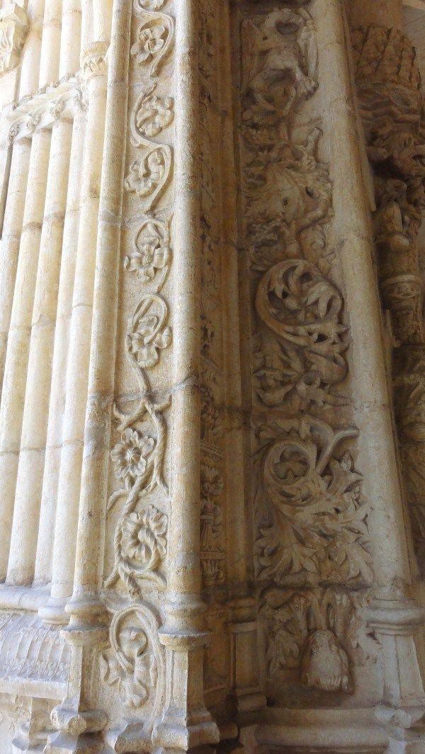Détail des sculptures du cloître du monastère des Hiéronymites - blog Bar à Voyages #portugal #belem #patrimoine #heritage #monastere #monastry #cloitre #jeronimos #sculpture