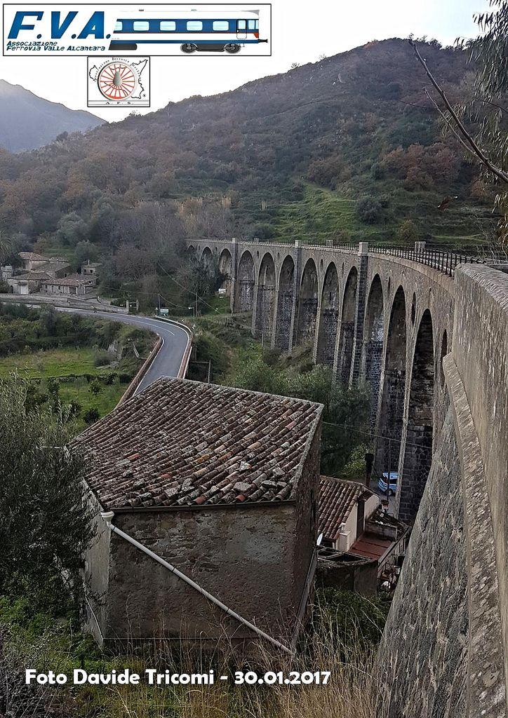 https://flic.kr/p/RK6BfK | Il Viadotto San Cataldo (Foto del mese n. 82 - Febbraio 2017) | Il viadotto San Cataldo è forse l'opera architettonica più bella presente sulla linea Alcantara - Randazzo. Costruito a partire dal 1928 in concomitanza con l'inizio dei lavori sulla linea, questo imponente manufatto è formato da 13 arcate e si trova fra le stazioni di Graniti e Gole Alcantara. La difficoltà nel poter accederci ha fatto si che il binario che lo solca sia ancora in ottime condizioni e…