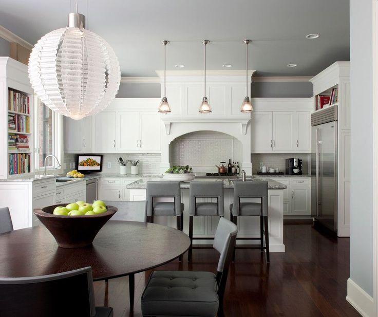 Серая кухня в интерьере: 75+ избранных классических и современных дизайнерских решений http://happymodern.ru/seraya-kuxnya-v-interere-foto/ Традиционная американская кухня графической серо-белой цветовой гаммы
