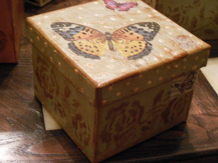 de coupaz με πεταλούδες σε κουτάκι
