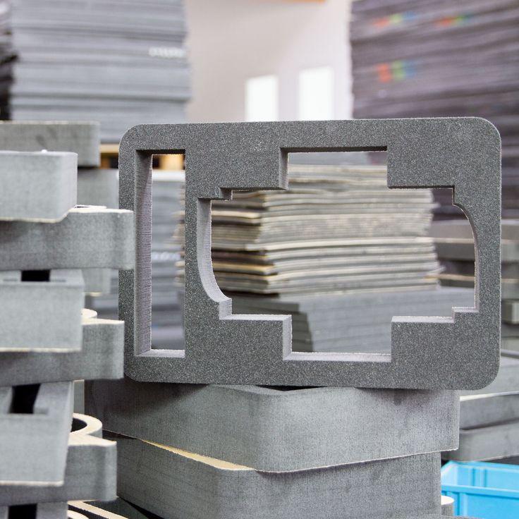 Mehrere maßgefertigte Schaumstoffeinlagen für Koffer