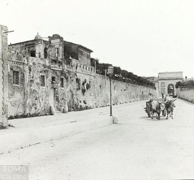 Via di San Pancrazio (anni'30) A sinistra il muro ed i resti di Villa del Vascello, in fondo Porta San Pancrazio.