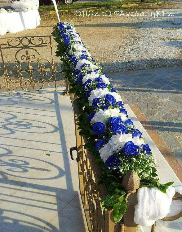 Decoration with blue and white roses
