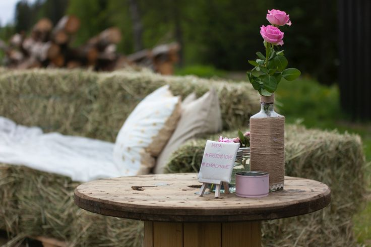 Cable drum used as a table for flowers.