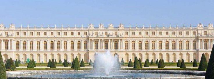 Wersal powstał na miejscu dawnego pałacyku Ludwika XIII. W 1661 r. Ludwik XIV postanowił przebudować go na siedzibę swego dworu.