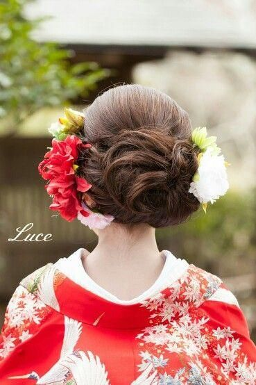 成人式や結婚式などで着る機会のある和装。和装のヘアスタイルってどんなのがあるの?ダサい髪型はイヤ!流行のオシャレなヘアスタイルにしたい!そんな方たちの声にお応えして、オシャレ度抜群なヘアセットをご紹介しちゃいます!