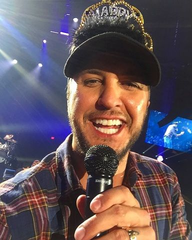 Luke Bryan | Guys Luke put on the crown I handed him  win