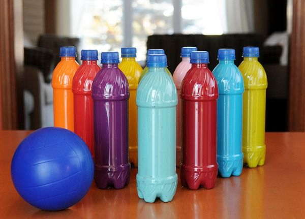 Plastic Bottle Bowling Set--A cool and colorful way to recycle plastic bottles.: Plastic Bottle, Water Bottle, Idea, For Kids, Bowls Sets, Kids Crafts, Bottle Bowls, Sodas Bottle, Bowls Pin