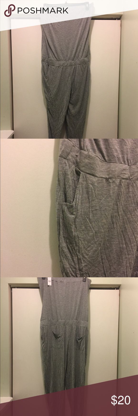 NY &CO Sleeveless Jumper (NWT) Brand new! Heather grey jumper with cute pocket detail in front and back. Has gathered jogger leg detail. Super cute and comfy! Size xl New York & Company Pants Jumpsuits & Rompers
