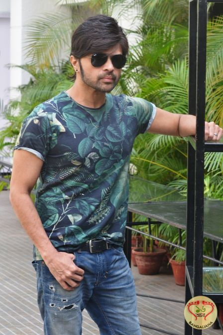 Upcoming Bollywood Film Teraa Surroor Stars Himesh Reshammiya and Farah Karimaee Promote the Film in Kolkata  Read more: http://sholoanabangaliana.in/blog/2016/03/06/upcoming-bollywood-film-teraa-surroor-stars-himesh-reshammiya-and-farah-karimaee-promote-the-film-in-kolkata/#ixzz426LwsxYp