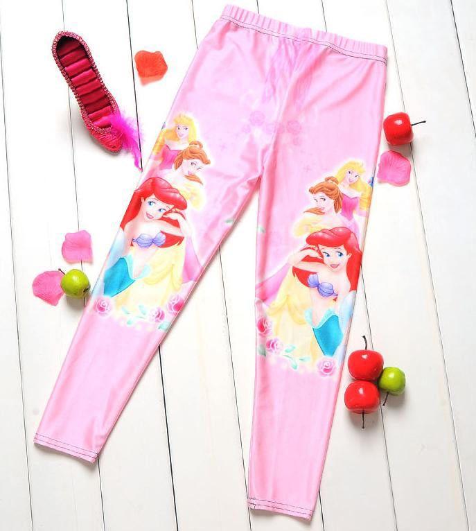 Leggings niña Princesas Disney Estupendos leggings para niña, para esta temporada de cole, de color rosa y con todas las Princesas Disney.