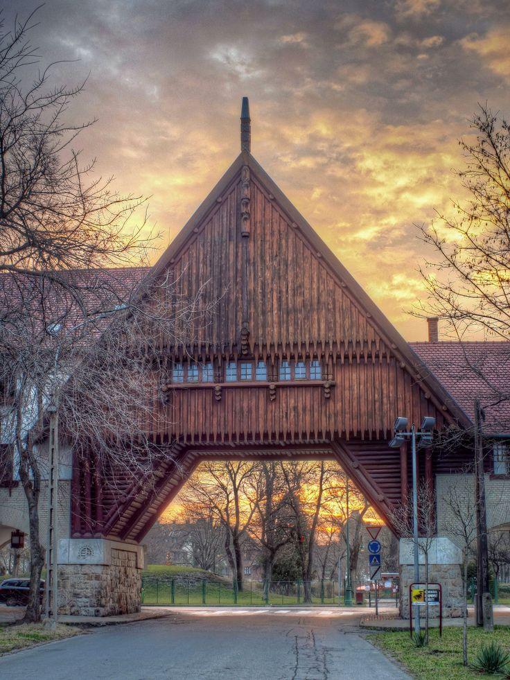 https://flic.kr/p/RW2w7Z | Zrumeczky gate-Wekerle estate-Kispest-Budapest-Hungary