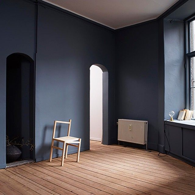 Dansk suksessformel bak Årets møbel. Les intervjuet med Niels Strøyer Christophersen, designer og en av gründerne bak Frama, på LADY bloggen (link i bio). Vegg: LADY Pure Color 5030 St. Pauls Blue. #jotunlady #jotun #ladystpaulsblue #frama #trend #maling #ladypurecolor #interior #interiør #inspirasjon