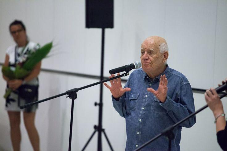 Dani Karavan - autor instalacji Reflection / Odbicie / אָפּשפּיגלונג podczas wernisażu