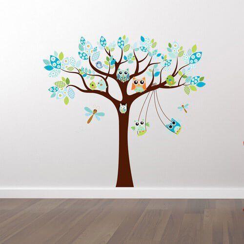 Tryckt wallsticker med ett fint blått träd med ugglor