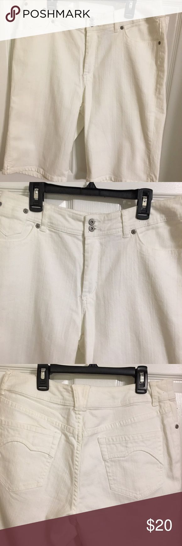 Chico's White Jean Shorts Chico's ladies White jean shorts size 1.5 equal to size medium or a 10. NWOT Chico's Shorts Jean Shorts