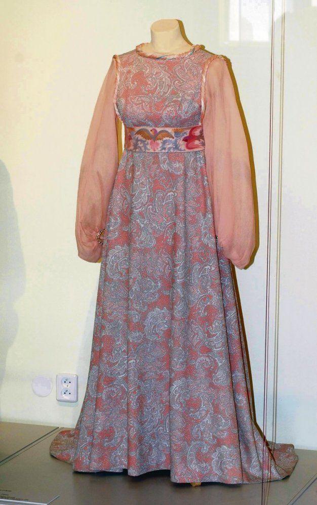 Popoluškine plesové šaty, kostým z filmu Tři oříšky pro Popelku