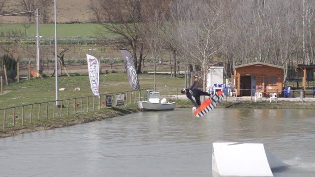 This is a chronologic report of the Wakeland Marche wakeboarding club life during fall and winter season.