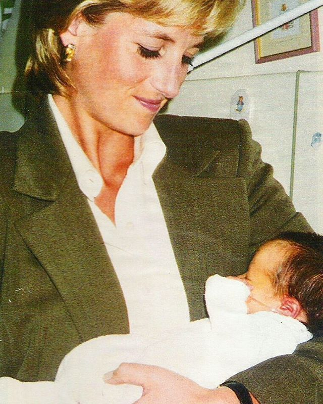 20 August Few days before her divorce was finalized, Princess Diana made a private visit to the Great Ormond Street Hospital for Children in London, ...